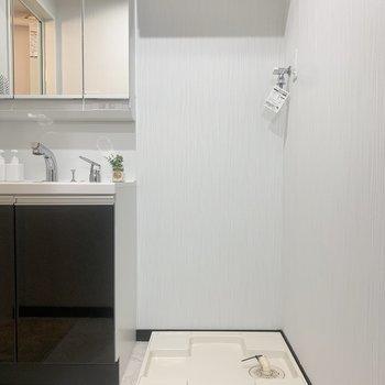 脱衣所に洗濯機置き場があるのが便利!