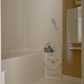 お風呂はシンプルな設備