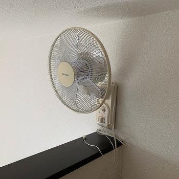 暑さ対策に扇風機が付いていました