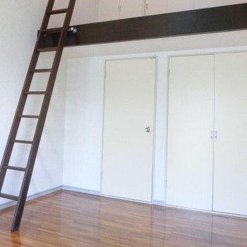 ウッドはしごの先には