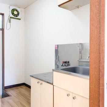 お次はキッチン。冷蔵庫は隣へ。※写真は前回募集時です。