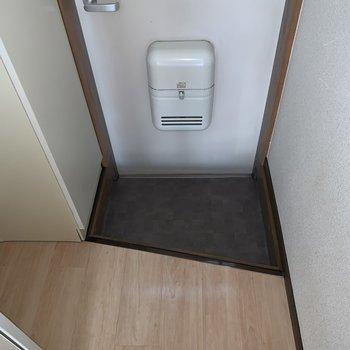 玄関は台形型。こまめに収納するのがオススメ。