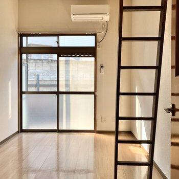 天井が高いと開放感がありますね。1階ですが自然光がよく入ってきます。
