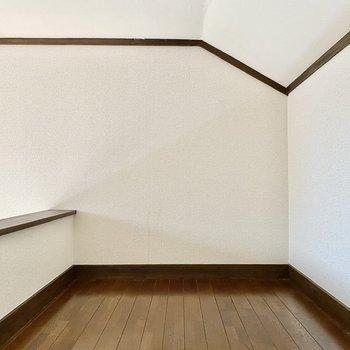 横幅は洋室と同じ。天井までの高さもあります。