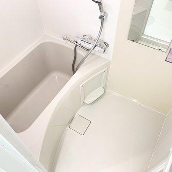 シンプルなバスルームで掃除もしやすそう!