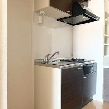 左横に冷蔵庫スペース◎(※写真は3階の同間取り別部屋のものです)