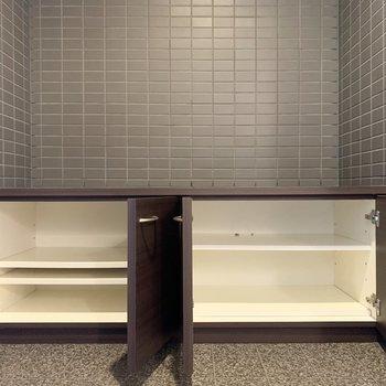 低めのシューズボックス。上に別のボックスを重ね置きしても良さそう◎(※写真は3階の同間取り別部屋のものです)