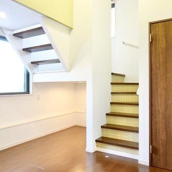 玄関側には、遊び心満載のアンダーロフトと階段が!