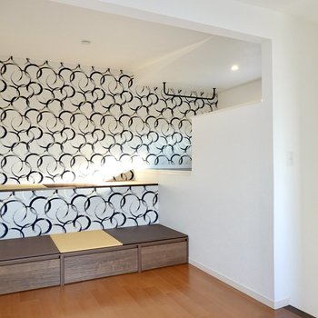 座ったり、寝転んだり、くつろぎ方は自由自在。畳ベンチのある新築デザイナーズのお部屋!