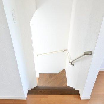 キッチンのみ、LDKから階段で降りた先にあります。