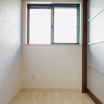 コンパクトな洋室はLDKのお隣に。ここはベッドスペースにするのが良さそう。