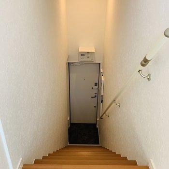 もうひとつ階段を下りた先に玄関スペース。
