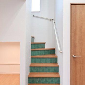 階段を登って上へ。こんなところのデザインも素敵……!