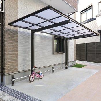 すぐ近くには屋根付きの駐輪場も設備されています。