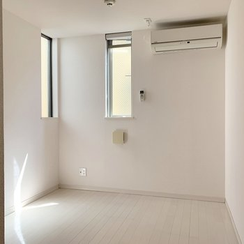 4.3帖の洋室は寝室やリモートワークのスペースにぴったり!!