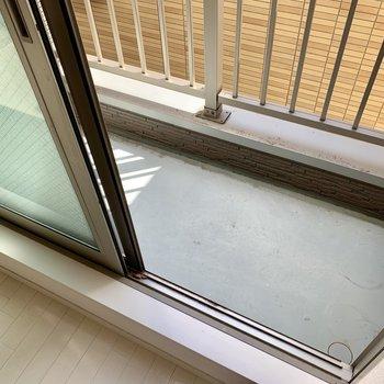 バルコニーは少しコンパクトなので、室内物干しをうまく活用しましょう。