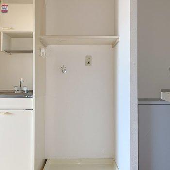 洗濯機置き場は玄関入ってすぐ!(※写真は6階の同間取り別部屋のものです)