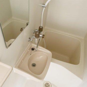 洗面台はお風呂と一緒に。(※写真は6階の同間取り別部屋のものです)