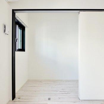 LDKの隣には3帖の洋室。(※写真は4階の同間取り別部屋のものです)