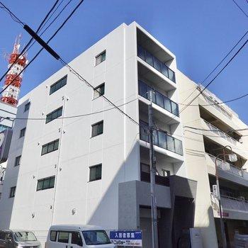 1フロアに2戸の全室角部屋のマンションです。