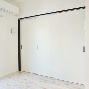 引き戸を閉めればおこもり感も出ますよ。(※写真は4階の同間取り別部屋のものです)