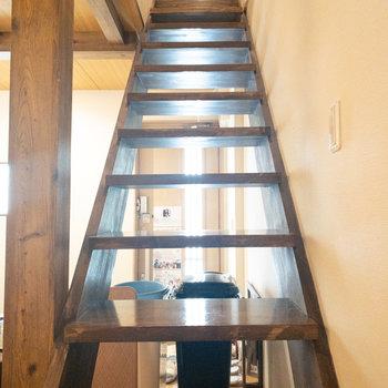 和室1と洋室に行く時は玄関近くの階段を使って、