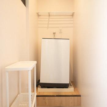 洗濯機置き場兼洗濯物を干すスペースになっています。
