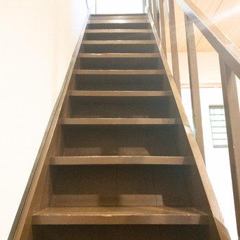 和室2に行く時は浴室の前の階段を使ってください!