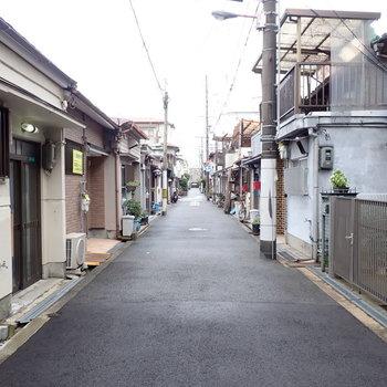 周辺環境】家々の立ち並ぶ、昔ながらの住宅街です。まったりするなあ〜。