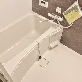 お風呂には浴室乾燥機が付いています。バルコニーがない分、大活躍してくれそう。