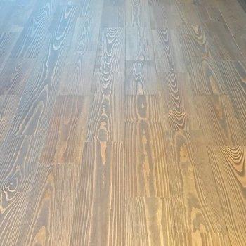 この床の質感もいいですね。