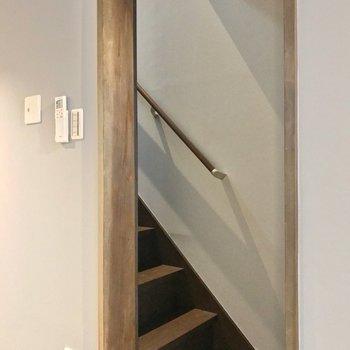 階段側を見てみましょう。