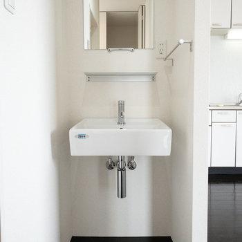 シンプルですっきりとした洗面台ですね!