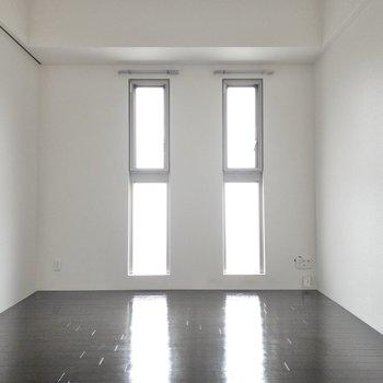 角部屋なので窓が多いです!