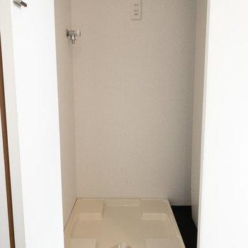 洗濯機は扉で隠せるようになっています◎