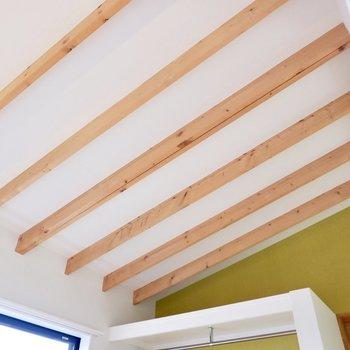 【2F】天井の梁も魅力的です。