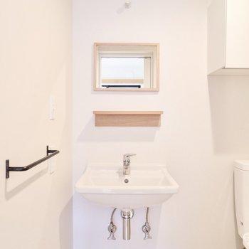 【1F】シンプルでカフェのような洗面台です。