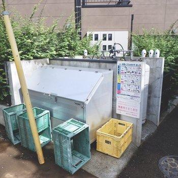 ゴミ置き場も敷地内に。