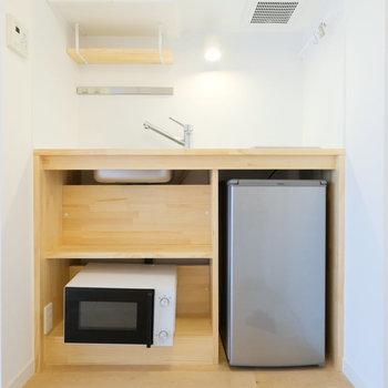 冷蔵庫、電子レンジ、洗濯機などの必要な設備がまとまってこちらに。
