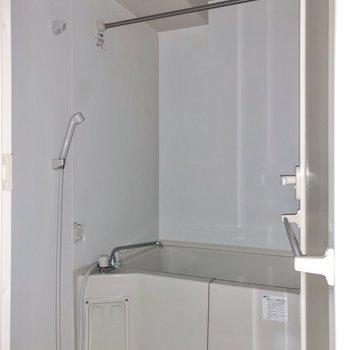 浴室はゆったりとしています。※写真は3階の同間取り別部屋のものです