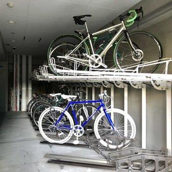 駐輪スペースは屋内です。