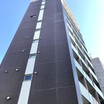 スラーっと高さのある建物です。