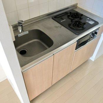 2口ガスコンロのキッチンです。※写真は3階の同間取り別部屋のものです