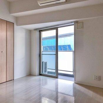 明るい色合いの内装ですね。※写真は3階の同間取り別部屋のものです