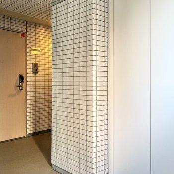 エレベーターを出てすぐ右のドアが、今回のお部屋。
