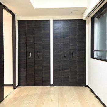 2つの収納 デザイン性も感じられますね※写真は2階の同間取り別部屋のものです