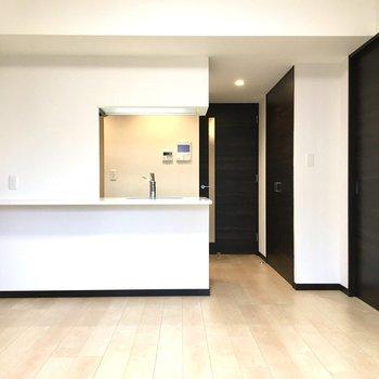 カウンターキッチンが このお部屋の主役です!※写真は2階の同間取り別部屋のものです