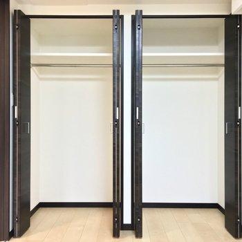 右と左で用途を分けるのも いいな※写真は2階の同間取り別部屋のものです