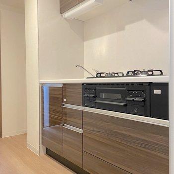 キッチンの左側は冷蔵庫スペースです。