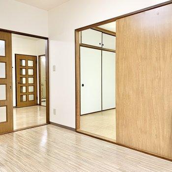 【洋室6帖①】DKと隣室に繋がっています。